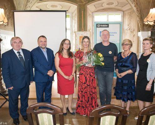 Wręczenie Nagrody Żółtej Ciżemki za książkę Wojtek. Żołnierz bez munduru Elizy Piotrowskiej